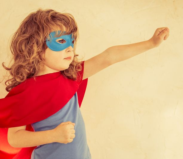 4-5 -vuotias lapsi touhottaa koko ajan: kato mua, kato äiti, kato isi. Hän kaipaa ja tarvitsee huomiota, jota ei kannata ohittaa: Huomion ja kehujen kautta hänen itsetuntonsa, tahtonsa ja luovuutensa, intohimonsa ja elämänilonsa vahvistuvat.