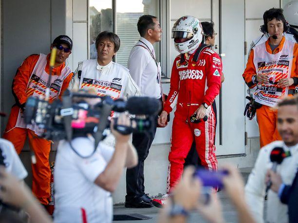 Japanin GP saattoi olla tämän kauden MM-taistelun kannalta ratkaiseva. Kuudenneksi sijoittunut Sebastian Vettel tiesi, että kovin kilpakumppani Lewis Hamilton oli ajanut voittoon ja kuitannut 17 pistettä häntä enemmän.