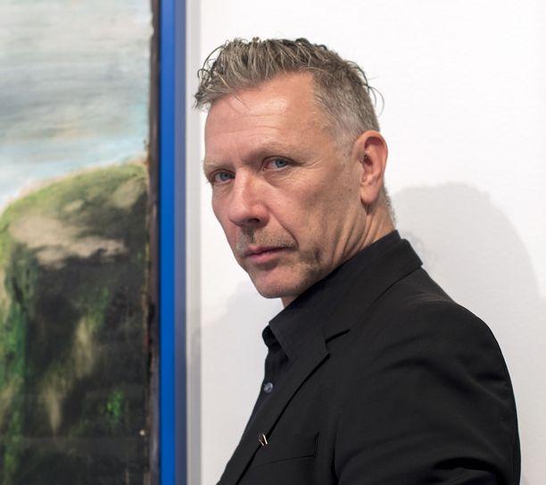 Näyttelijä, taidemaalari Mikael Persbrandtilla on suomalaiset sukujuuret äitinsä puolelta.