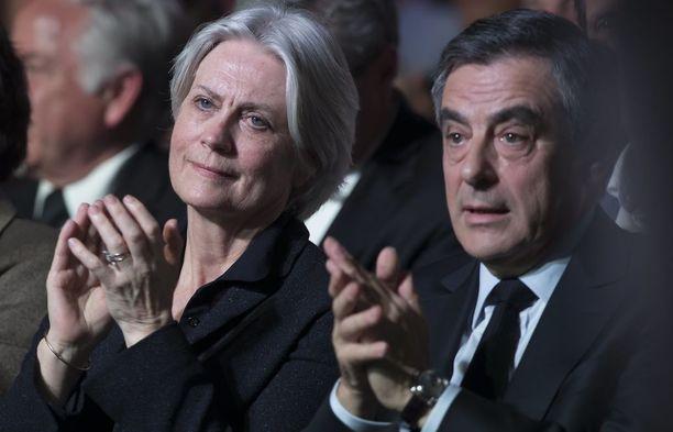 Francois Fillon ja Penelope-vaimo vaalitilaisuudessa huhtikuussa.