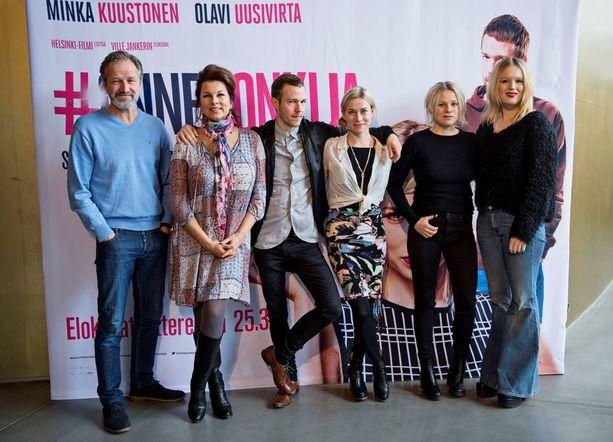 Blogien maailmasta kertovan elokuvan rooleissa nähdään Taneli Mäkelä, Satu Silvo, Olavi Uusivirta, Minka Kuustonen, Emmi Parviainen ja Pia Andersson.