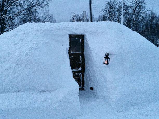 Tunnelmallinen iglu? Ehei, tässä nököttää sauna!