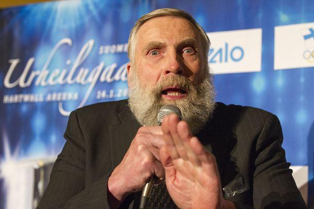Juha Mieto auttoi Bill Kochia olympiamäessä 43 vuotta sitten.