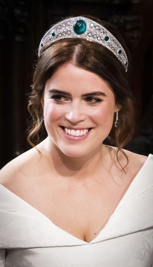 Prinsessa sai korvakorut lahjaksi puolisoltaan.
