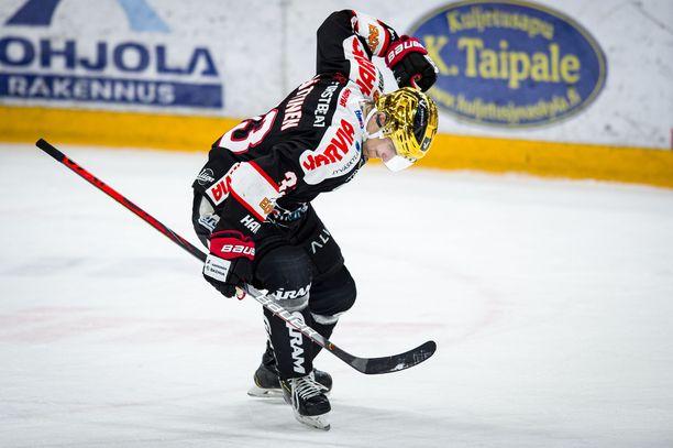 Julius Nättinen kiekkoilee ensi kaudella Sveitsissä.