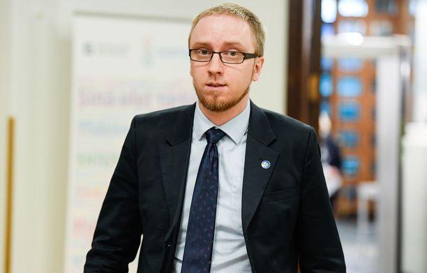 Simon Elo on ryhmän puheenjohtaja.