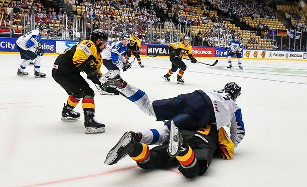 Leijonien ottelu Saksaa vastaan meni välillä painiksi. Jatkoaikatappio ei kuitenkaan vienyt Suomen mahdollisuuksia lohkovoittoon.