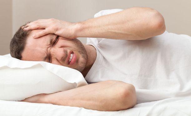 Aamuinen päänsärky voi johtua hampaiden narskuttelusta.