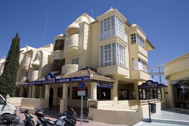 Benalmadenan asunto on keskellä kaikkea - rantoja, ravintoloita ja ruokakauppoja.