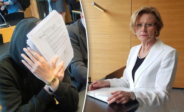 Syyttäjä Eija Velitski (oikealla) on tyytyväinen Helsingin käräjäoikeuden ratkaisuun tuomita sarjakuristajana tunnettu Michael Penttilä murhasta.