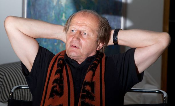 - Haluamme vaikuttaa yleiseen mielipiteeseen ja nousta tätä vääryyttä ja pelin politiikkaa vastaan, Juhani Tamminen puhkuu.
