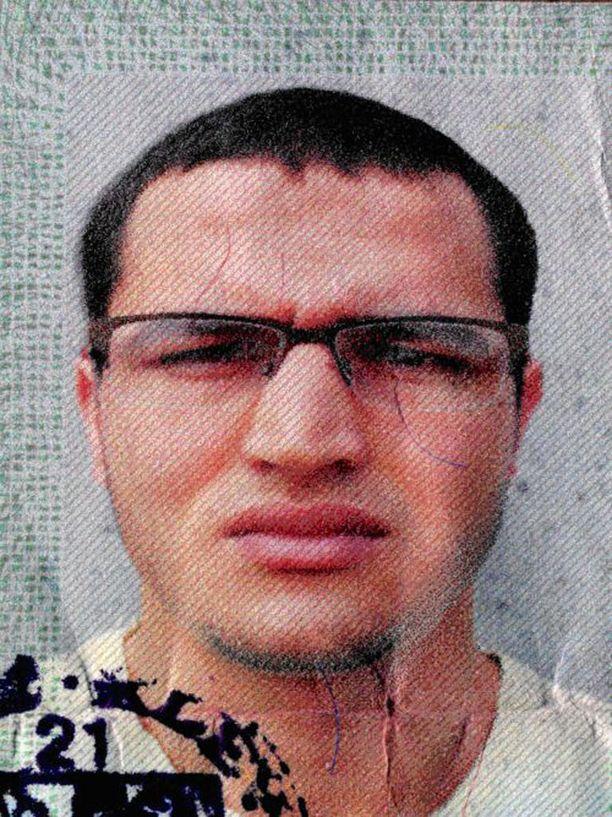 Tunisialainen Anis Amri teki Berliinissä terrori-iskun, jossa kuoli 12 ihmistä ja yli 50 loukkaantui. Hän oli saapunut Eurooppaan Italian kautta.