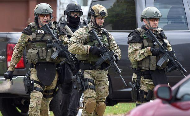 Poliisin erikoisjoukot haravoivat torstaina läpi Monctonin taloja.