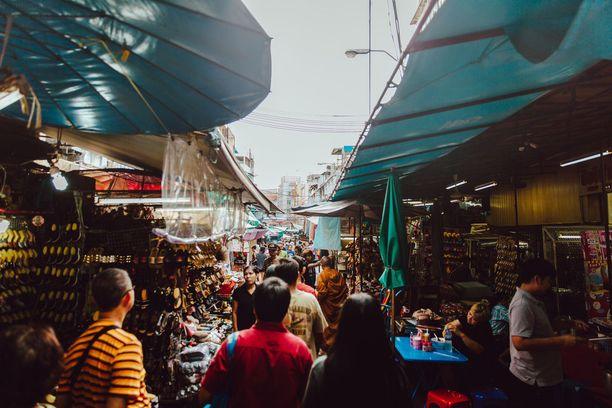Markkinoilla kiertely on mainio tapa tutustua thaimaalaiseen elämänmenoon.