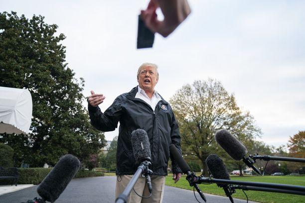 Perjantaina Trump vastaili toimittajien kysymyksiin Washingtonissa ennen lähtöään Kaliforniaan.