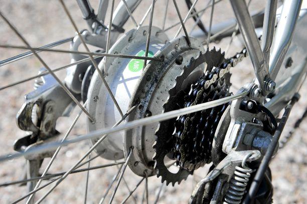 Poliisin mukaan pyöriä kaupattiin verkon markkinapaikoilla. Oman pyörän myyminen on laillista, mutta tuhansien pyörien myyminen muistuttaa liiketoimintaa josta pitää maksaa verot.