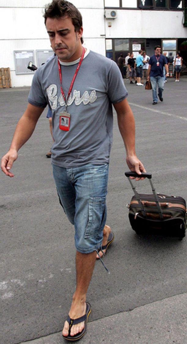 Alonso saapui Hungaroringille rennoissa vetimissä.