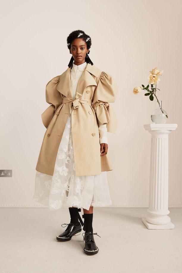 Simone Rocha x H&M -mallisto on yksi vuoden 2021 odotetuimpia muoti-ilmiöitä.