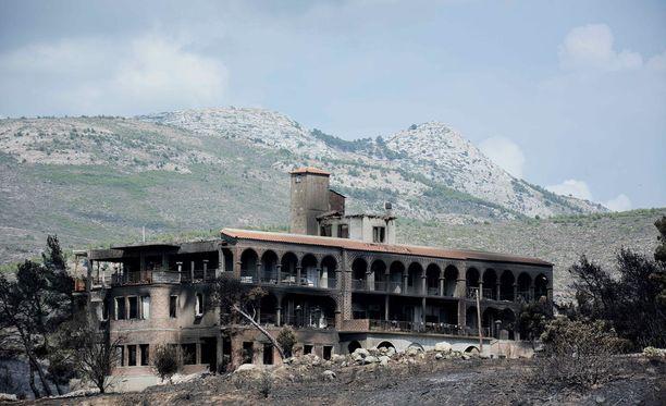 Liekkien tuhoama talo Attikan maakunnassa Kreikassa. Arvioiden mukaan maastopaloissa on tuhoutunut kauttaaltaan yli 1200 kotia, mutta aineellisten vahinkojen kartoittaminen on vasta alussa.
