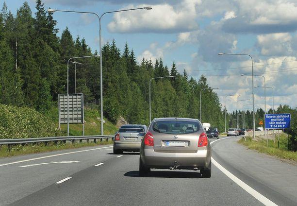 Uuden mallin mukaan sadan kilometrin matka maksaisi kuusi euroa.