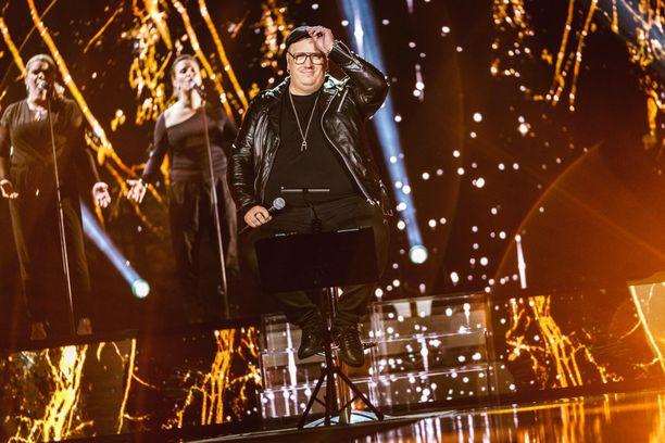 Laulu Rakkaudelle - Secret Song Suomi -jaksossa Arttu Wiskari esitti Elviksen biisin ihailemalleen Janne Ahoselle.