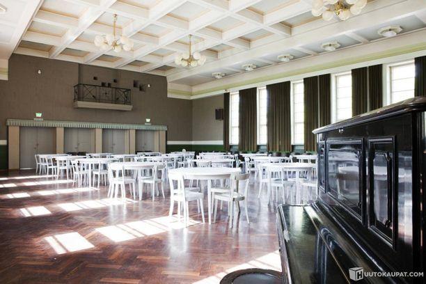 Historian saatossa juhlasalissa on pidetty tanssi-iltoja ja muita tapahtumia.