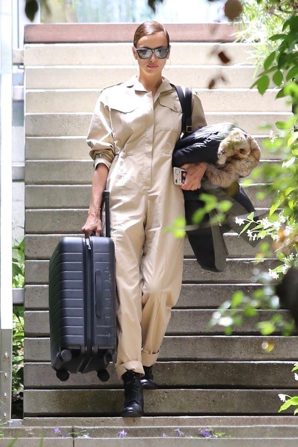 Irina poistui parin asunnosta ison matkalaukun kanssa.
