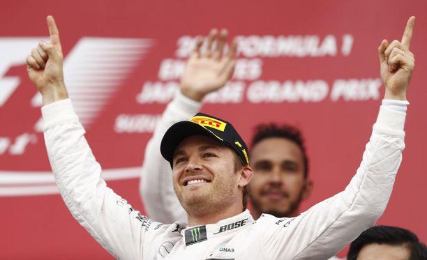 Nico Rosberg juhli Japanissa kauden yhdeksättä voittoaan.