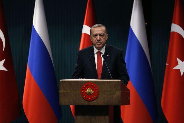 Turkin presidentti Recep Tayyip Erdogan on vienyt maata huolestuttavaan suuntaan.