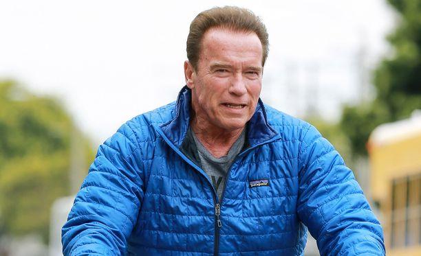 Anolrd Schwarzeneggerin lehtolapsi-skandaali maksoi toimintatähdelle parisuhteen Maria Shriveriin. Välit salattuun poikaan ovat lämpimät.