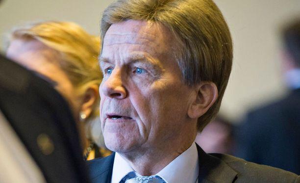 Kansanedustaja Mauri Pekkarinen (kesk) toipuu pahanlaatuisen kasvaimen leikkauksesta sairauslomallaan. Hän lupaa reippaasti palata töihin jo ensi viikolla.
