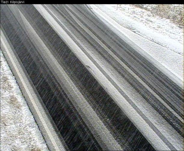 Kilpisjärvellä tiellä 21 sateli myös lunta.