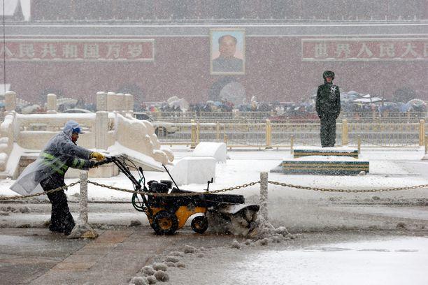 Pekingissäkin on päästy jo lumitöihin.