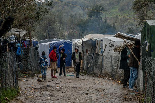Morian pakolaisleirillä elää noin 20000 ihmistä. Kuvituskuva.