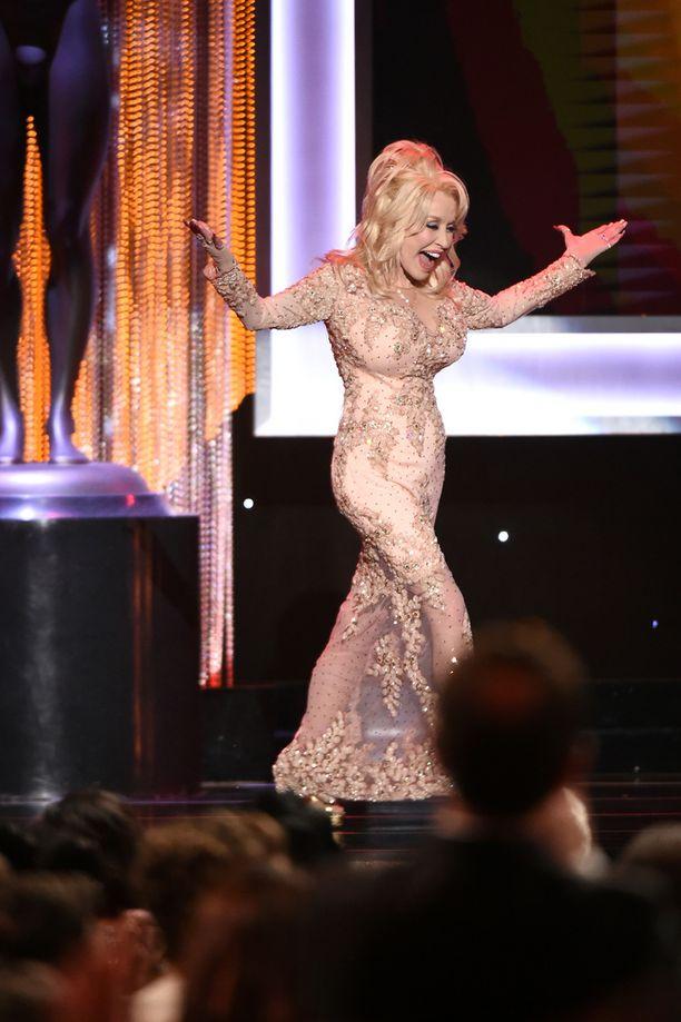 Dolly Parton huvitti yleisöä gaalapuheillaan.