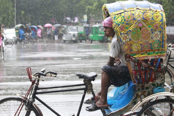 Rankkasateet ovat koetelleet Bangladeshia pahoin. Kuva eiliseltä pääkaupunki Dhakasta.