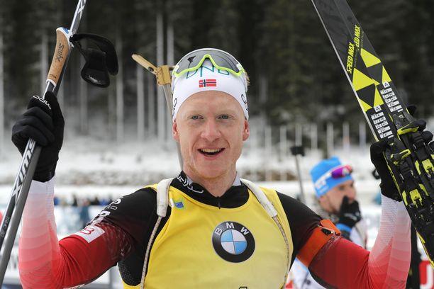 Johannes Thingnes Bö pääsi taas tuulettamaan voittoa.