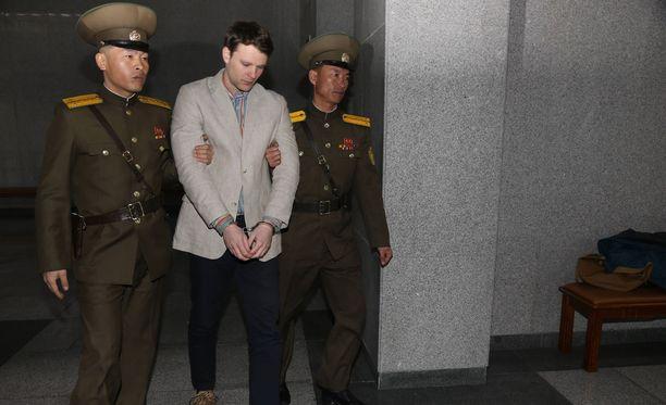 Amerikkalaisopiskelija Otto Warmbier kuoli yritettyään Pohjois-Korean mukaan varastaa propagandajulisteen.