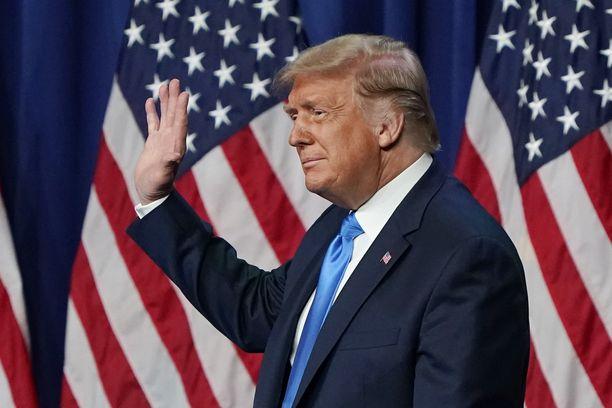 Toiselle presidenttikaudelle pyrkivä Donald Trump saapui lavalle jo puoluekokouksen ensimmäisenä päivänä.