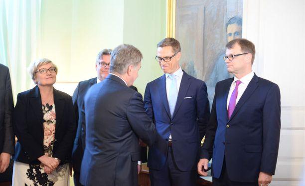 Presidentti Sauli Niinistö myönsi Stubbille eron ministerin tehtävistä.