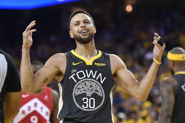 Stephen Curry on valittu kahdesti NBA:n parhaaksi pelaajaksi.
