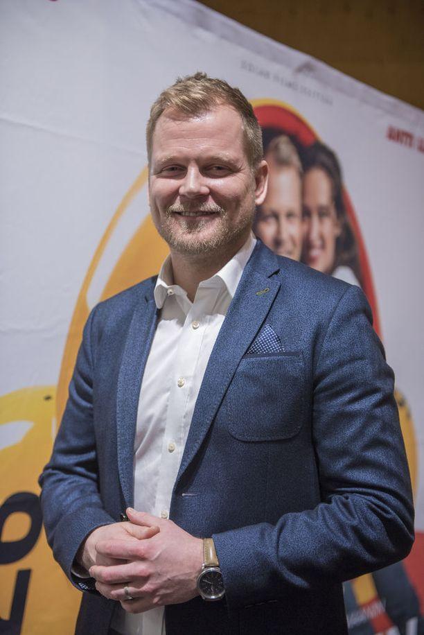 Antti Luusuaniemelle miespääosa draamakomediassa Kaikki oikein on jo kolmas elokuvapääosa vuoden sisään. Virkavapaus teatterista on mahdollistanut isot työt toisaalla.
