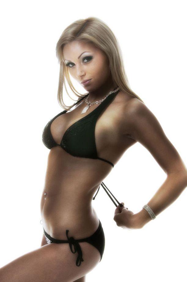 Anya Nikonova on seksikkäin...