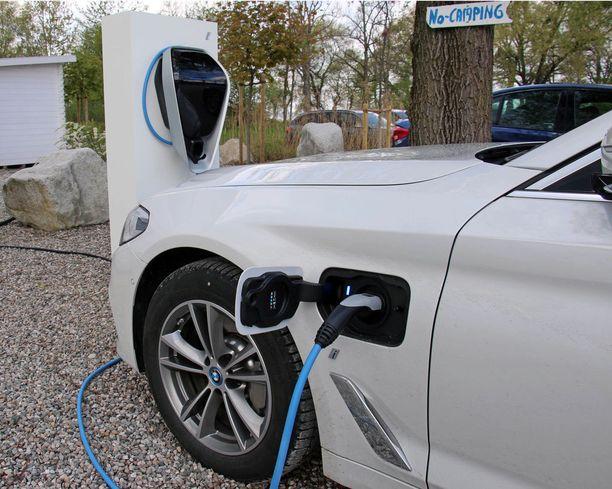 Käytännössä EU:n päästötavoitteet edellyttävät, että päästöjen keskiarvot asettuvat samalle tasolle, jossa nyt ovat vain pistokehybridit ja sähköautot.