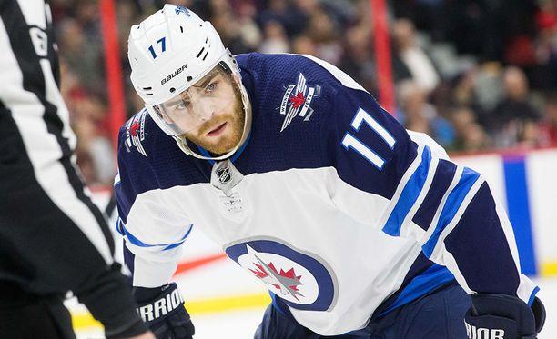Adam Lowry jatkaa uraansa Winnipegissä.