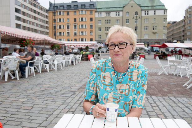 Ex-puolustusministeri Anneli Taina suomii ex-sosiaali- ja terveysministeri Liisa Hyssälän lausuntoja.