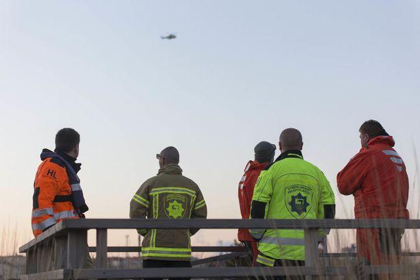 Pelastusyksiköt etsivät ihmisiä lauantai-iltana, mutta ketään ei löytynyt.