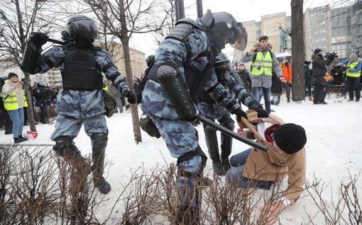 Lähes 3 500 mielenosoittajaa pidätettiin Venäjällä, kymmenet joutuivat sairaalaan