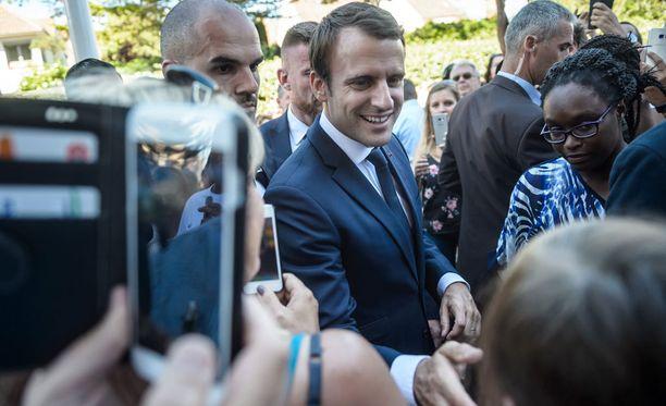 Emmanuel Macronin En Marche -liike on ottamassa voiton sunnuntaina parlamenttivaalien ensimmäisellä kierroksella.