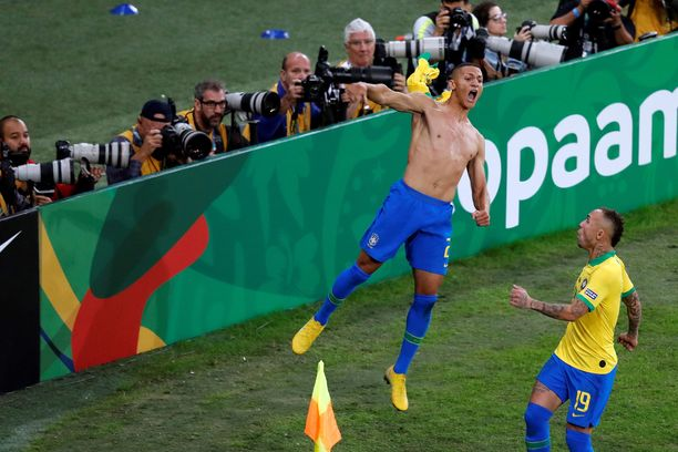 Richarlison sinetöi Copa American voiton Brasilialle kasvattamalla Perua vastaan pelatun finaalin lopussa johdon kahteen maaliin.